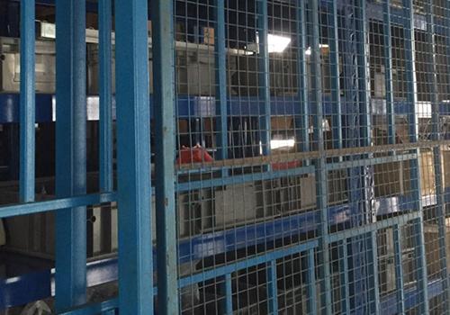 流水线铝型材生产车间